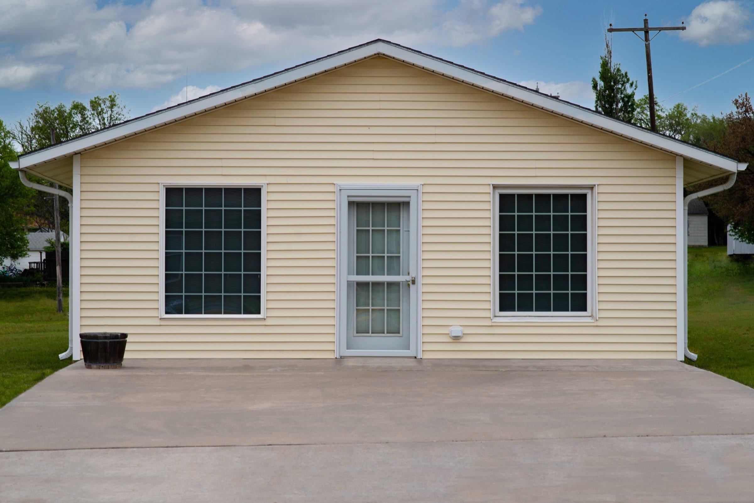208 E North St in Lincoln, KS for sale