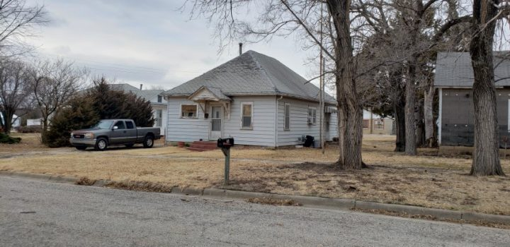 For Sale By Owner - 204 E Lost Street, Lincoln, KS - 1 bedroom house with central air (recently replaced) - $17,000
